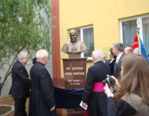 Akt odsłonięcia popiersia Jana Pawła II